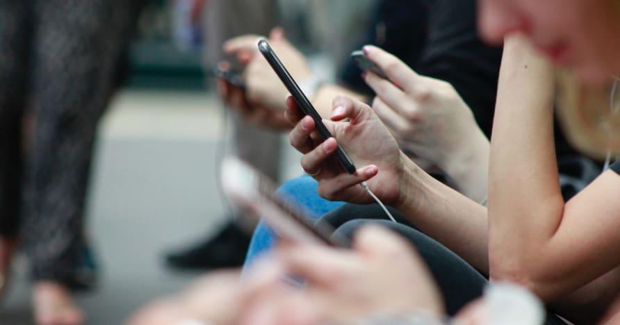 ゲーム用の電話のバッテリー寿命を改善する方法